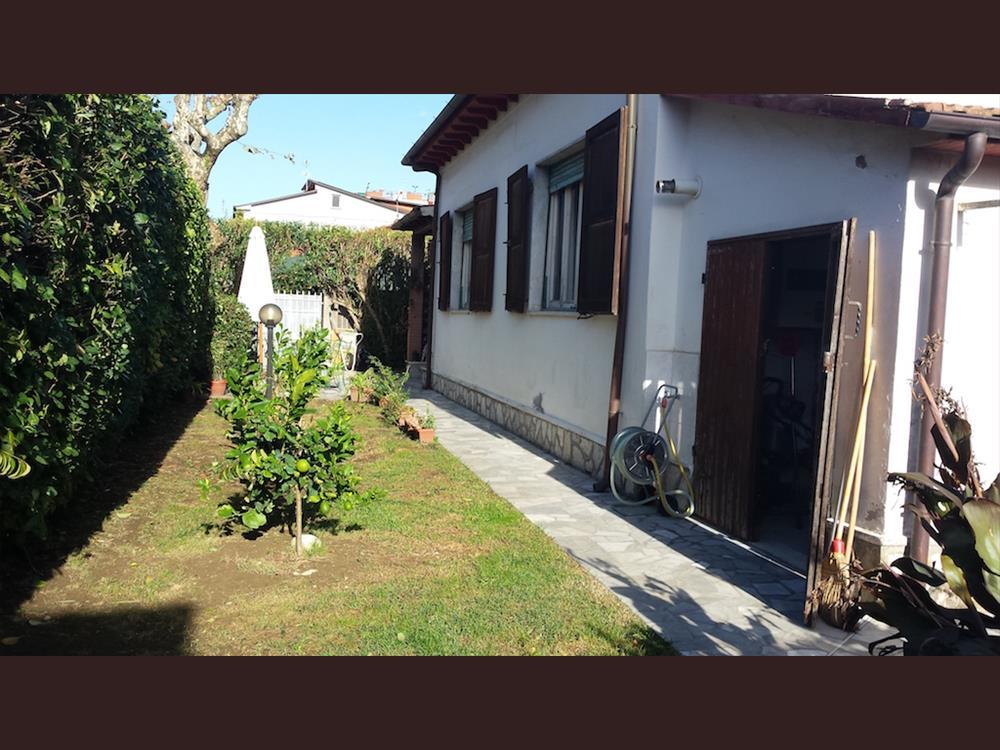 Casa Indipendente in  Vendita Marina Di Massa codice: V043