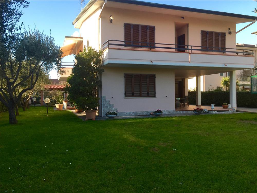 Villa in  Vendita Marina Di Massa codice: V044