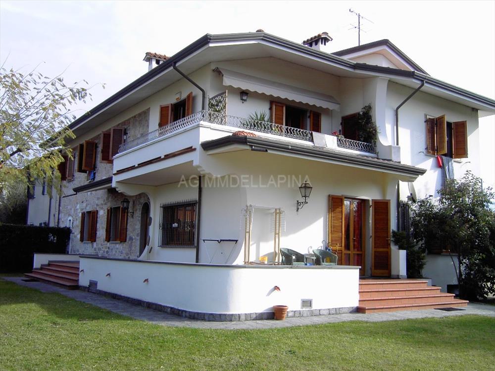 Villa Bifamiliare in  Affitto