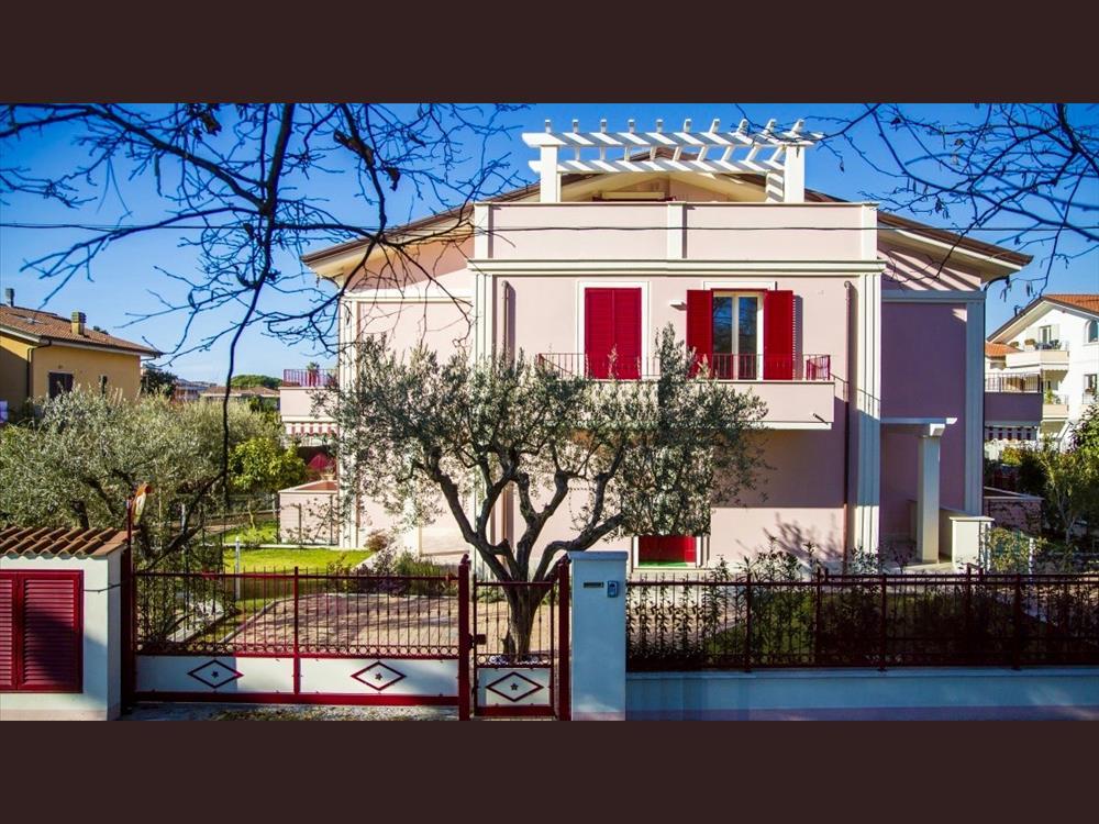 Appartamento in  Vendita Marina Di Massa codice: V057