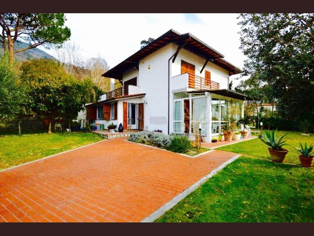 Villa Bifamiliare in  Vendita Valdicastello Carducci codice: V063