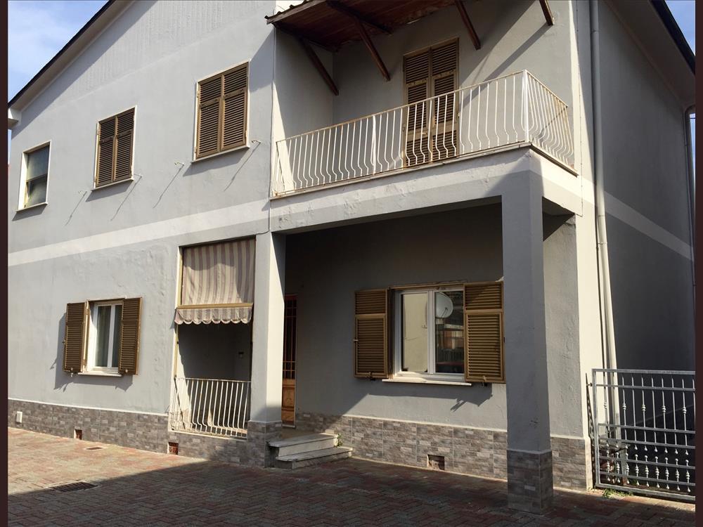 Casa Bifamiliare in  Vendita Marina Di Massa codice: V077