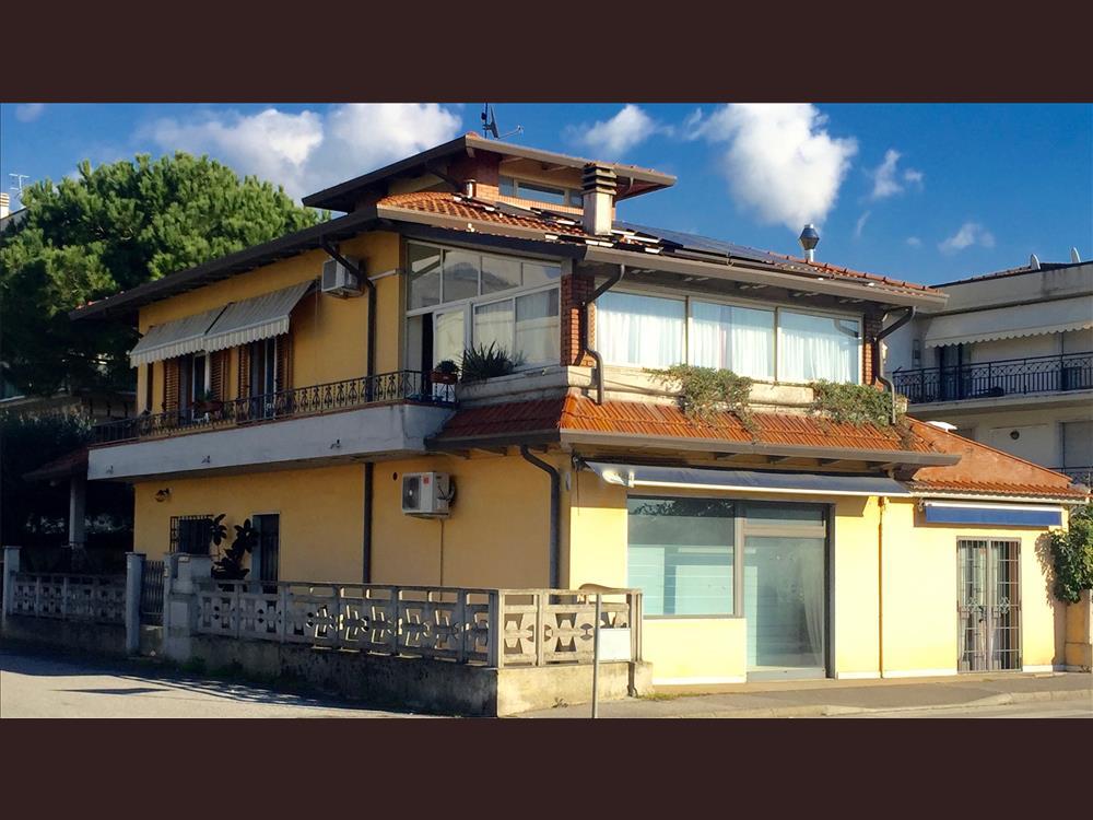 Casa Indipendente in  Vendita Massa Centro codice: V101